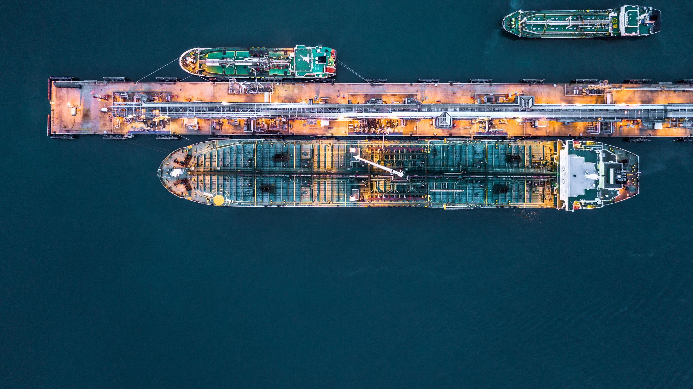 cargo-ship-105457193_L-flipped