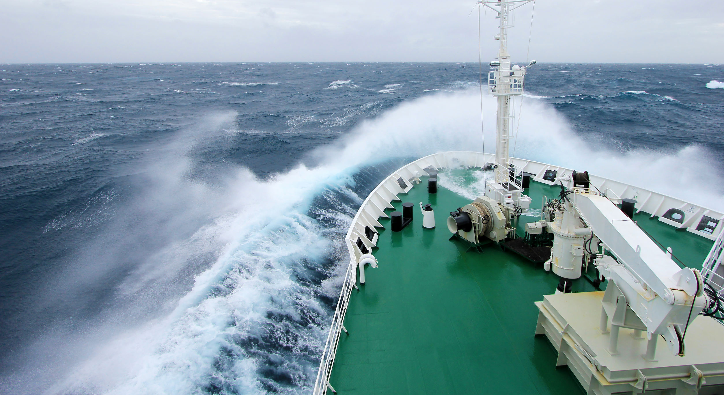 ship-bow-storm-wartsila-shaft-line-repair-services