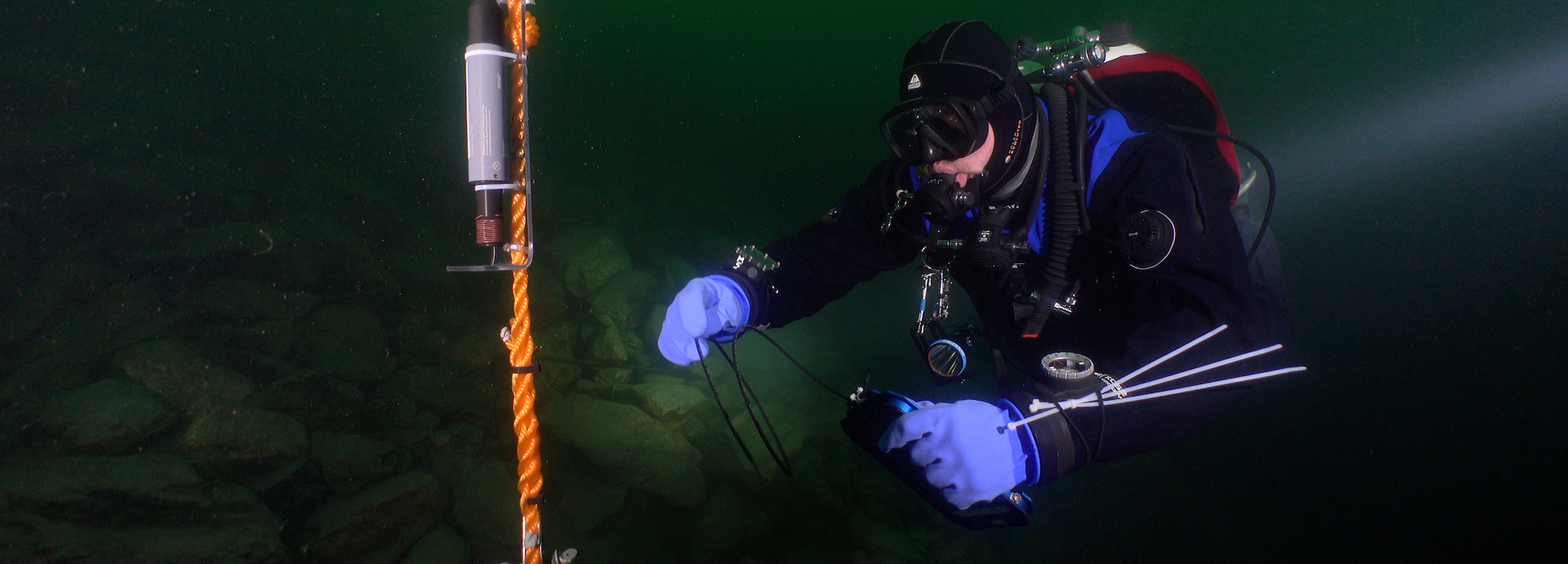 A diver using the Valtamer tablet with its antenna for underwater data reading