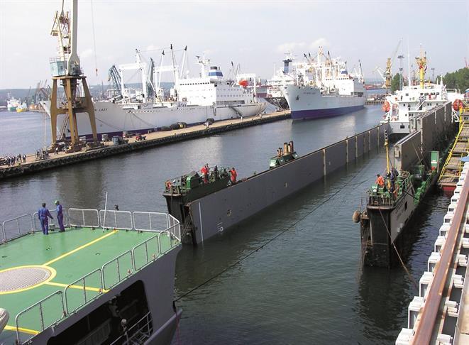 Heavy lift ships