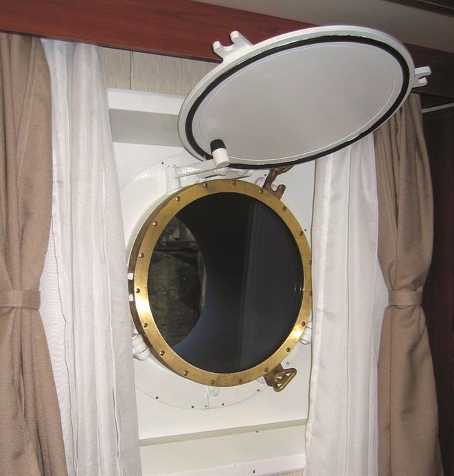 Porthole, port light, sidescuttle
