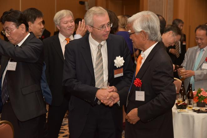 Rob Burford VP Wärtsilä Seals & Bearings, Ryu Onishi, ex-MD of Wärtsilä Japan.