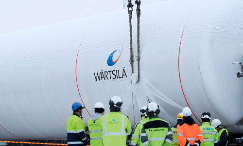 Installation of LNG tanks